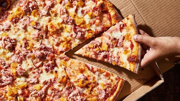 Đố bạn biết, vì sao pizza có hình tròn nhưng lại được đựng trong hộp vuông và cắt theo hình tam giác? - Ảnh 4.