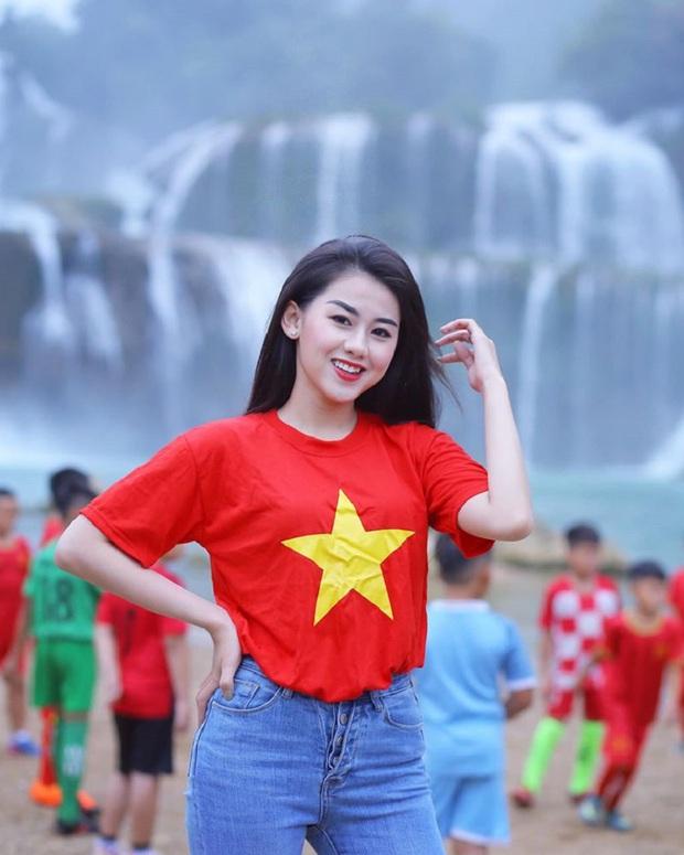 Nữ CĐV xinh đẹp xuất hiện trên khán đài trận Việt Nam - UAE: Tưởng người lạ hóa ra người quen, từng làm việc cùng Trâm Anh - Ảnh 5.