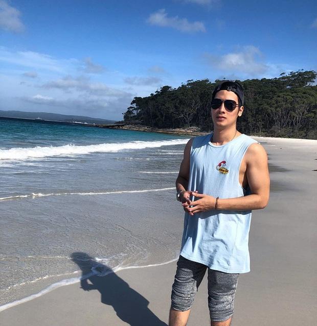 """Khoe ảnh cơ bắp căng đét bên bãi biển, JV đang tính quay lại thị trường """"thâu tóm"""" fan girl đấy à? - Ảnh 1."""