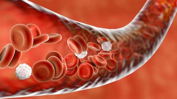 Ra máu đen đầu kỳ kinh nguyệt sẽ là không bình thường nếu đi kèm với một số triệu chứng khác lạ - Ảnh 3.