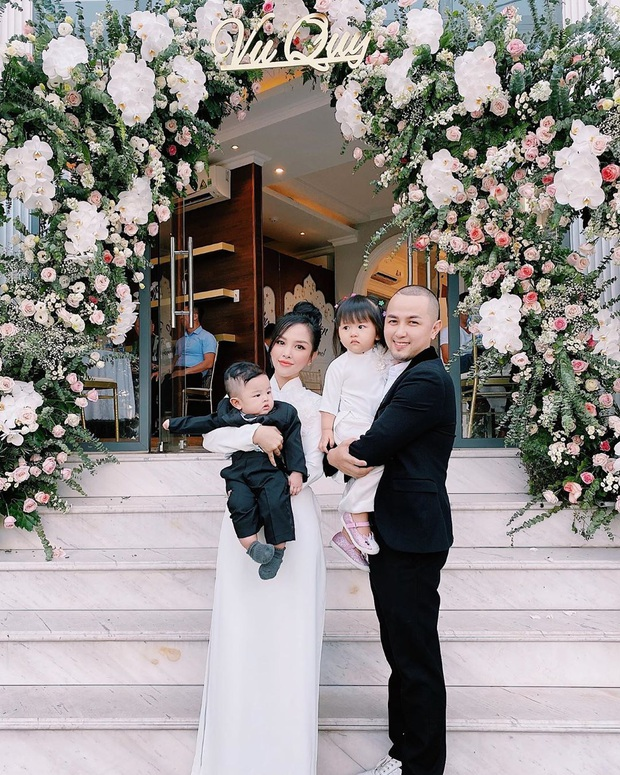 """Gia đình Thế Bảo - Trang Pilla rạng rỡ trong ngày cưới Bảo Thy, dặn dò cô út """"không buồn, không khóc nhè nhé!"""" - Ảnh 1."""