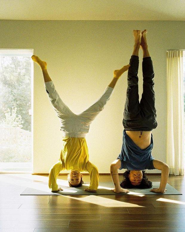 Bộ ảnh tập yoga gây bão MXH của vợ chồng Lee Hyori: Nhìn qua tựa ngôn tình, gần vào mới thấy ông xã cam chịu ra sao! - Ảnh 4.