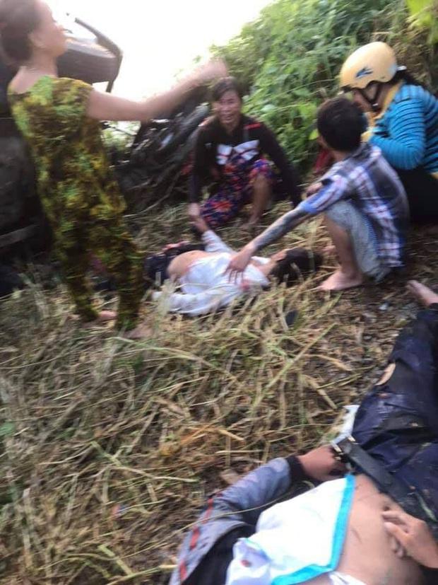 Cà Mau: Xe tải tông 4 người trong đó có 2 nam sinh văng xuống sông, người thân gào khóc nức nở tại hiện trường - Ảnh 2.