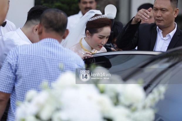 """Gia đình Thế Bảo - Trang Pilla rạng rỡ trong ngày cưới Bảo Thy, dặn dò cô út """"không buồn, không khóc nhè nhé!"""" - Ảnh 3."""