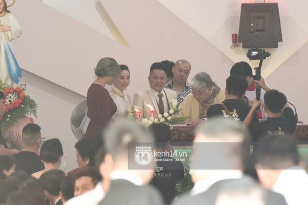 """Gia đình Thế Bảo - Trang Pilla rạng rỡ trong ngày cưới Bảo Thy, dặn dò cô út """"không buồn, không khóc nhè nhé!"""" - Ảnh 4."""