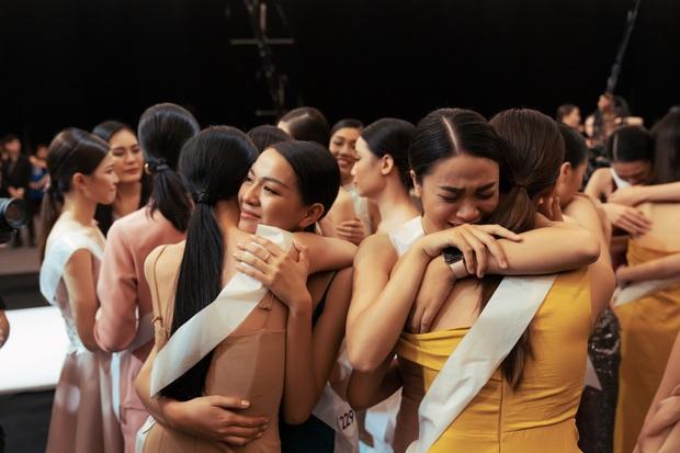 Không dám khóc vì sợ về nhà đi con, cô gái này vẫn bị loại tại Hoa hậu Hoàn vũ VN - Ảnh 8.