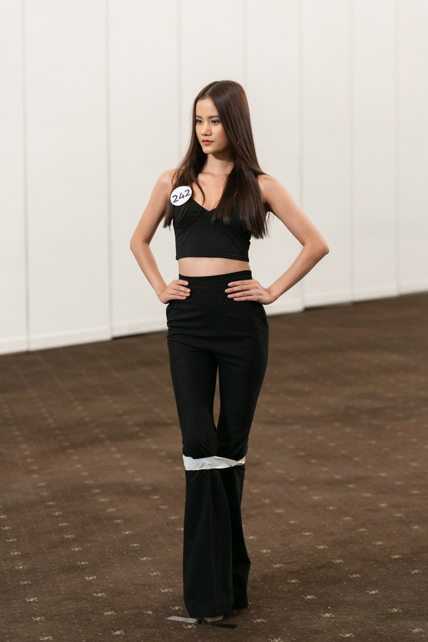 Mặc vest, chỉ chọn 1 NTK, Hương Ly bị nhận xét tự làm nổi bật tại Hoa hậu Hoàn vũ VN - Ảnh 3.