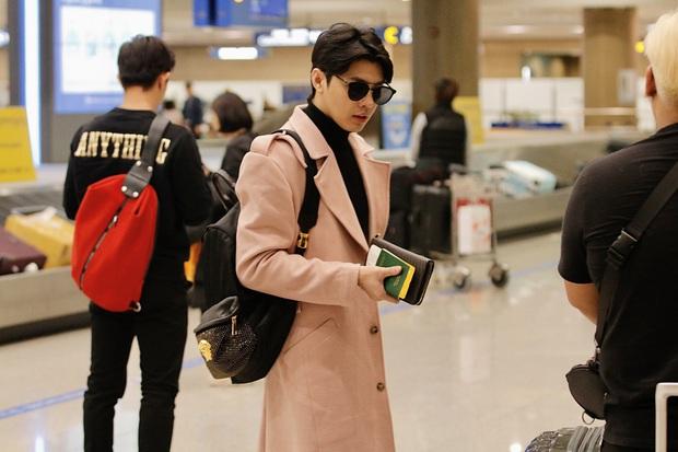 Noo Phước Thịnh bảnh bao tại sân bay Hàn, sẵn sàng bùng nổ cùng PSY, BoA và dàn sao Kbiz trong lễ trao giải khủng - Ảnh 1.