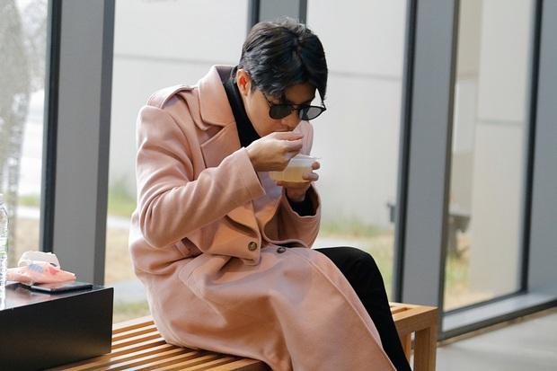 Noo Phước Thịnh bảnh bao tại sân bay Hàn, sẵn sàng bùng nổ cùng PSY, BoA và dàn sao Kbiz trong lễ trao giải khủng - Ảnh 5.