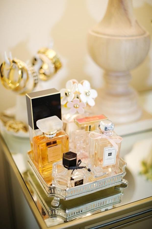 Chỉ với 4 mẹo đơn giản, chai nước hoa yêu quý của bạn sẽ luôn tỏa hương thơm ngát như khi mới mua về - Ảnh 1.