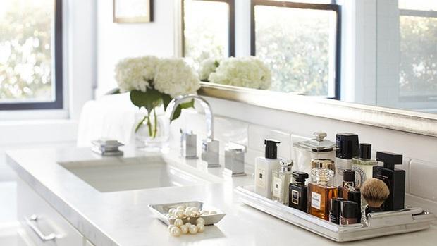 Chỉ với 4 mẹo đơn giản, chai nước hoa yêu quý của bạn sẽ luôn tỏa hương thơm ngát như khi mới mua về - Ảnh 2.