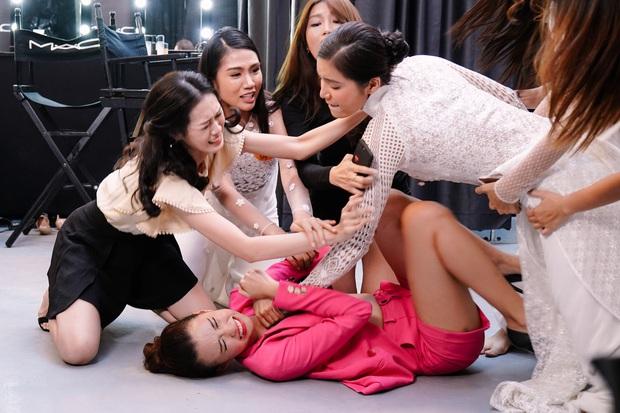 3 cặp sinh đôi phá banh cả thế giới trong phim Việt: Minh Tú nom vậy vẫn không làm lại siêu sao dỏm Trường Giang - Ảnh 3.
