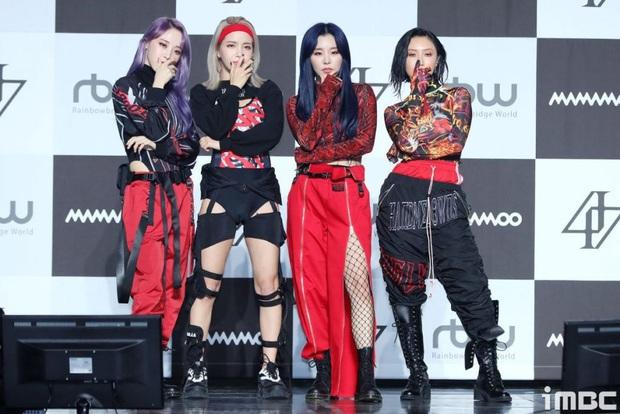 Không chỉ riêng mỗi Hwasa mà giờ đến các thành viên Mamamoo cũng bị netizen cho lên thớt vì ăn mặc khác biệt - Ảnh 1.