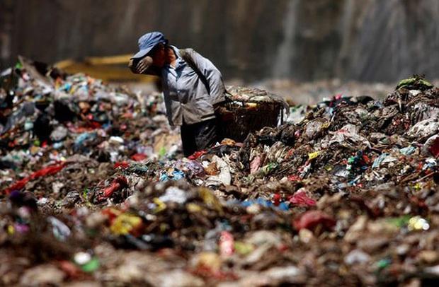 Bãi rác lớn nhất Trung Quốc đầy kín trước dự kiến 25 năm - Ảnh 1.
