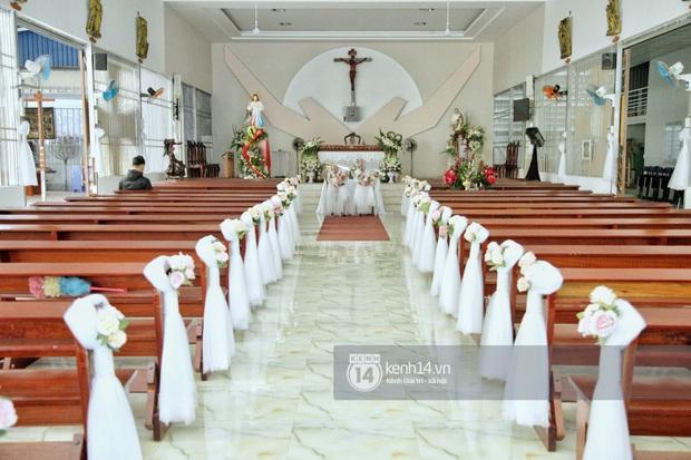 Livestream hôn lễ Bảo Thy: Lễ đường bày trí cực kỳ đơn giản, cô dâu chú rể hạn chế xuất hiện trước truyền thông - Ảnh 2.