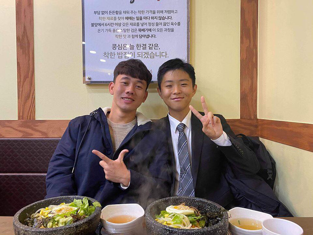 Xuân Trường cực phiêu khi đi chơi cùng đồng đội tại Hàn Quốc - Ảnh 2.