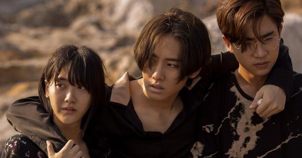 Phim sinh tồn đầu tiên của Thái Lan lên sóng Netflix: Kịch tính, li kì và cả rổ drama - Ảnh 4.