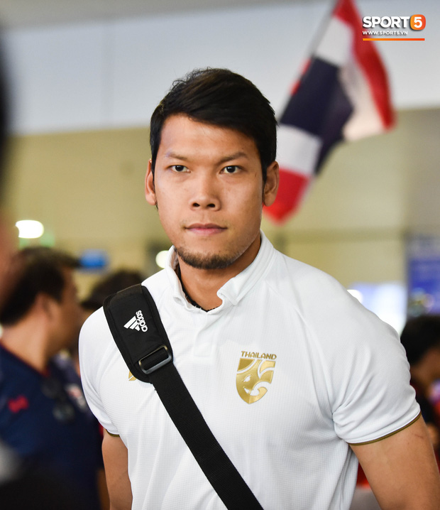 Tuyển Thái Lan đặt chân tới Hà Nội, từ chối trả lời truyền thông Việt Nam ở sân bay Nội Bài - Ảnh 9.