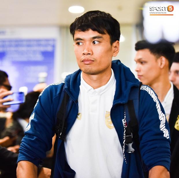 Tuyển Thái Lan đặt chân tới Hà Nội, từ chối trả lời truyền thông Việt Nam ở sân bay Nội Bài - Ảnh 13.