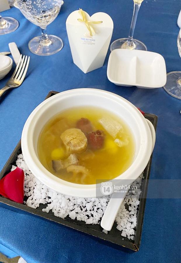 Cận cảnh tất tần tật những món trong thực đơn sang - xịn - mịn của đám cưới Bảo Thy: nhìn cho thèm chứ biết bao giờ mới được thử - Ảnh 3.