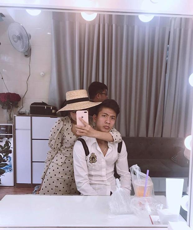 Tình bể bình như cầu thủ Phan Văn Đức và vợ sắp cưới: Về nhà gái qua đêm, sáng dậy sớm xúng xính đi chụp ảnh cưới - Ảnh 1.