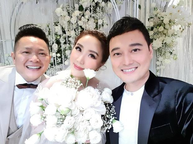 Dàn sao Vbiz trong hôn lễ của Bảo Thy: MiA sánh đôi cùng ông xã, Quang Vinh gây chú ý với nhan sắc hack tuổi - Ảnh 2.