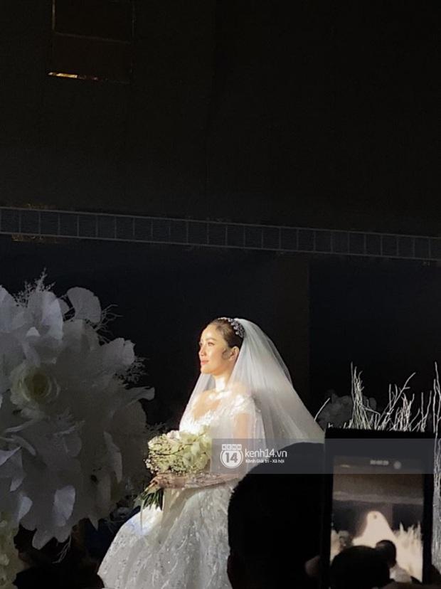 Cận cảnh 3 bộ váy cưới của Bảo Thy: Bộ nào cũng ren hoa yêu kiều, váy cưới chính cực đồ sộ lộng lẫy - Ảnh 4.
