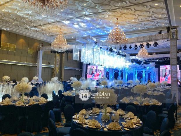 Không gian đám cưới Bảo Thy tại khách sạn 6 sao siêu sang chảnh: Trang trí giản đơn nhưng vẫn toát lên gia thế khủng! - Ảnh 3.