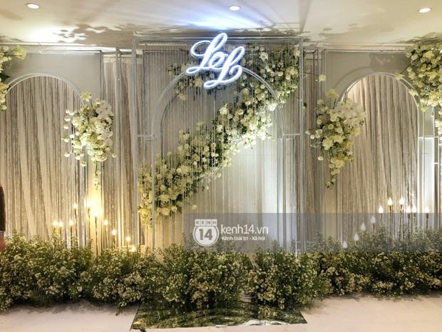 Không gian đám cưới Bảo Thy tại khách sạn 6 sao siêu sang chảnh: Trang trí giản đơn nhưng vẫn toát lên gia thế khủng! - Ảnh 4.