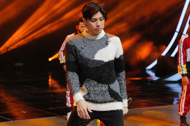 Noo Phước Thịnh mặt mộc mà vẫn cực bảnh, hé lộ sân khấu tổng duyệt trước lễ trao giải khủng ở Hàn - Ảnh 1.