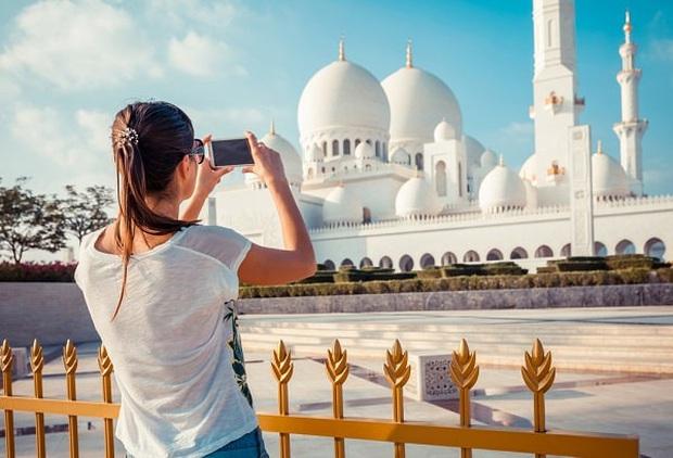 Du lịch Dubai và 9 điều cấm kị khiến du khách ngỡ ngàng: Mang thuốc có thể bị phạt, hôn nhau ở nơi cộng cộng bị xem là phạm luật! - Ảnh 6.
