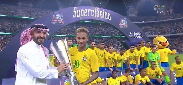 Thắng Brazil trong trận Siêu kinh điển Nam Mỹ, Messi giành chiếc cúp đầu tiên trong sự nghiệp với ĐT Argentina - Ảnh 9.