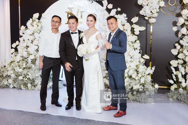 Hồ Hoài Anh - Lưu Hương Giang sánh đôi cực tình, cùng dàn sao đình đám Vbiz đổ bộ đám cưới Giang Hồng Ngọc - Ảnh 7.