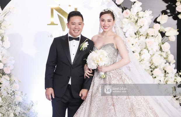 Hồ Hoài Anh - Lưu Hương Giang sánh đôi cực tình, cùng dàn sao đình đám Vbiz đổ bộ đám cưới Giang Hồng Ngọc - Ảnh 14.