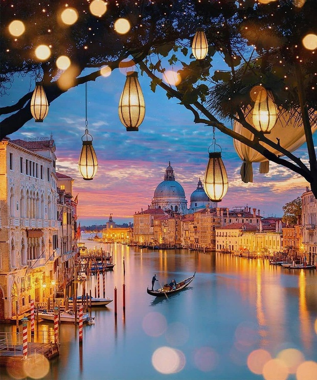 """""""Đen hơn cả anh Vâu"""" chính là khách du lịch ở Venice hiện tại: Mặc cho """"xung quanh toàn là nước"""" vẫn ngậm ngùi lội bì bõm check-in! - Ảnh 1."""