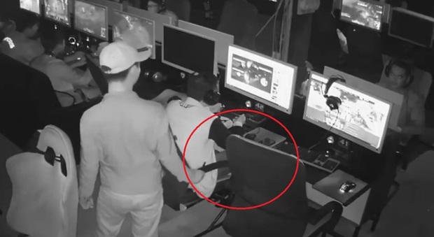 Thủ đoạn trộm ví, điện thoại táo tợn tại quán net: Không để ý một giây đi luôn chục triệu - Ảnh 1.