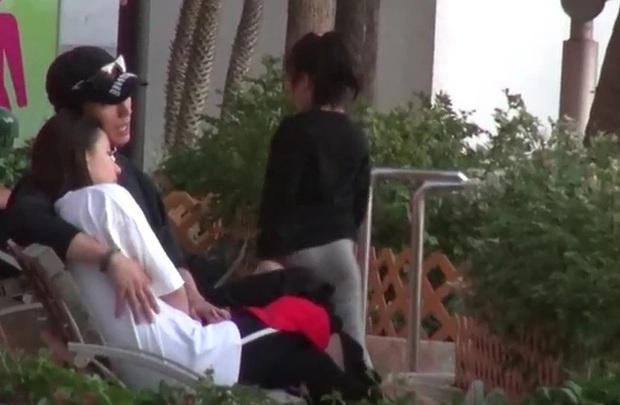 Mỹ nam Sở Kiều Truyện cung phụng thiên kim Macau như bà hoàng, đánh dấu chủ quyền ôm hôn mùi mẫn - Ảnh 3.