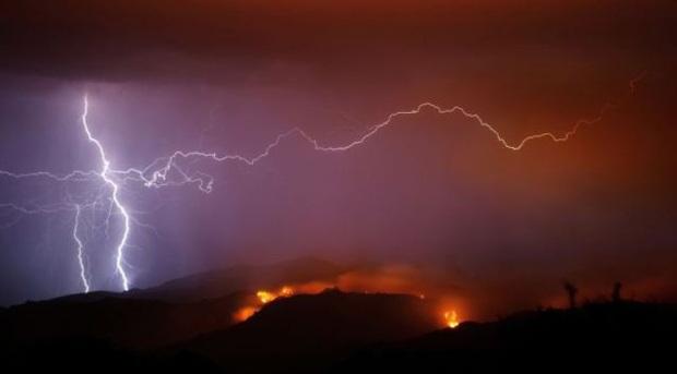 27 người chết trong sa mạc vì sét đánh và mưa lớn - Ảnh 1.