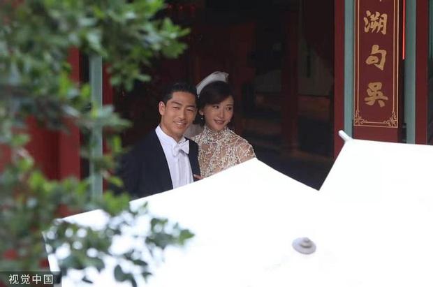 Bị phản đối dữ dội, siêu mẫu ngực khủng xứ Đài Lâm Chí Linh vẫn váy cưới lộng lẫy tập dượt trước hôn lễ với chồng Nhật kém 7 tuổi - Ảnh 2.