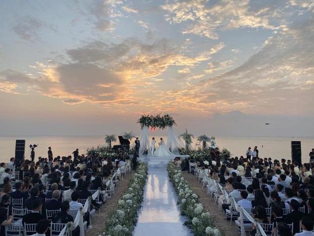 Đám cưới Đông Nhi và chuyện bây giờ mới kể: Đến cô dâu cũng còn gặp sự cố với váy cưới nữa là dàn khách mời tham dự - Ảnh 4.