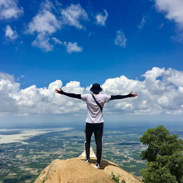 Tuổi trẻ nhất định phải một lần được đi leo núi, cuối tuần muốn trốn khỏi Sài Gòn thì thử chinh phục 4 chỗ này xem! - Ảnh 3.