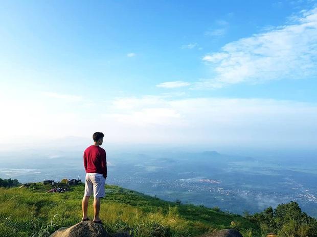 Tuổi trẻ nhất định phải một lần được đi leo núi, cuối tuần muốn trốn khỏi Sài Gòn thì thử chinh phục 4 chỗ này xem! - Ảnh 18.