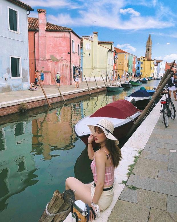 """""""Đen hơn cả anh Vâu"""" chính là khách du lịch ở Venice hiện tại: Mặc cho """"xung quanh toàn là nước"""" vẫn ngậm ngùi lội bì bõm check-in! - Ảnh 3."""