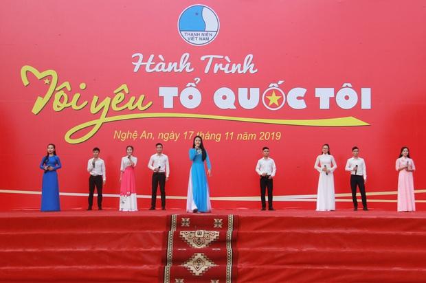 """Gần 2.000 đoàn viên thanh niên tỉnh Nghệ An tham dự Hành trình """"Tôi yêu Tổ quốc tôi"""" - Ảnh 1."""