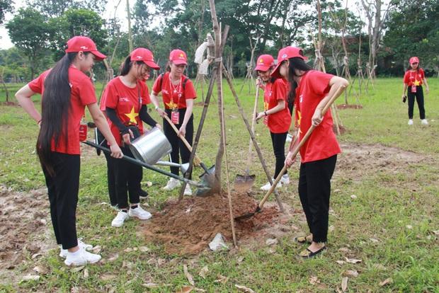 """Gần 2.000 đoàn viên thanh niên tỉnh Nghệ An tham dự Hành trình """"Tôi yêu Tổ quốc tôi"""" - Ảnh 7."""
