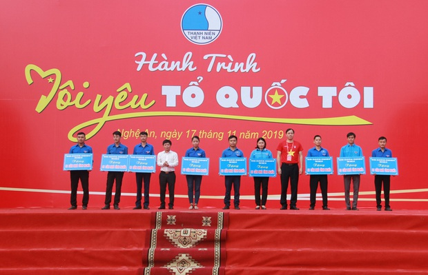 """Gần 2.000 đoàn viên thanh niên tỉnh Nghệ An tham dự Hành trình """"Tôi yêu Tổ quốc tôi"""" - Ảnh 3."""