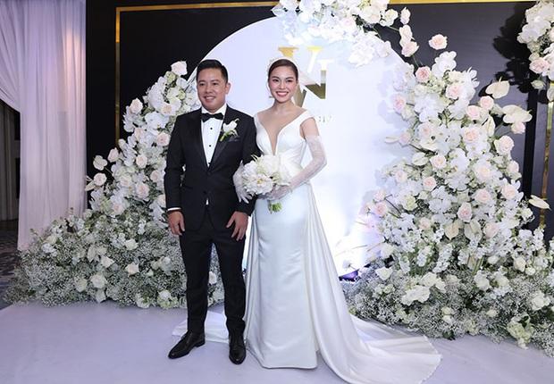 Váy cưới của 3 cô dâu tháng 11 Đông Nhi - Bảo Thy - Giang Hồng Ngọc: Người dịu dàng, người lộng lẫy choáng ngợp, người chẳng ngại sexy - Ảnh 7.