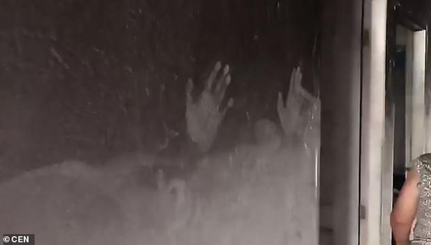 Vụ hỏa hoạn kinh hoàng cướp đi sinh mạng của 2 bé gái, hình ảnh còn lại ở hiện trường khiến ai cũng phải xót xa - Ảnh 1.