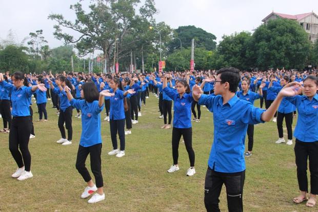 """Gần 2.000 đoàn viên thanh niên tỉnh Nghệ An tham dự Hành trình """"Tôi yêu Tổ quốc tôi"""" - Ảnh 6."""