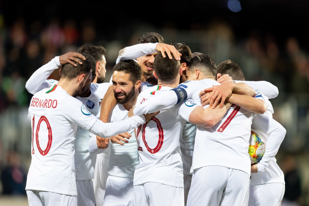 Ronaldo ghi bàn thắng dễ bậc nhất trong sự nghiệp, Bồ Đào Nha chính thức có vé đến thẳng Euro 2020 - Ảnh 1.